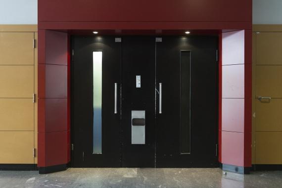 Palier immeuble avec ascenseur double